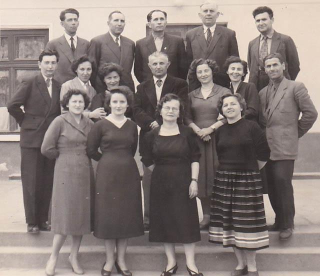 Anii '60 - Generaţia primilor dascăli ai şcolii