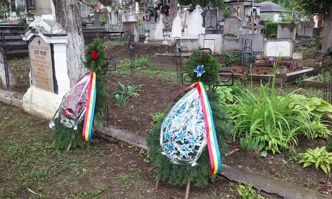 Coroane la mormintele eroilor, cimitir Ocna Mureş