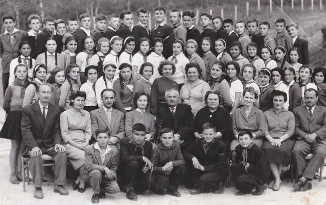 1962-1963 - Clasele VII A şi B (maghiară), diriginţi Suciu Eva şi Ghiliceanu Eva