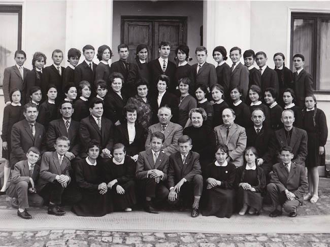 1964-1965 Clasa a VIII-A, diriginte profesor Popa Maria