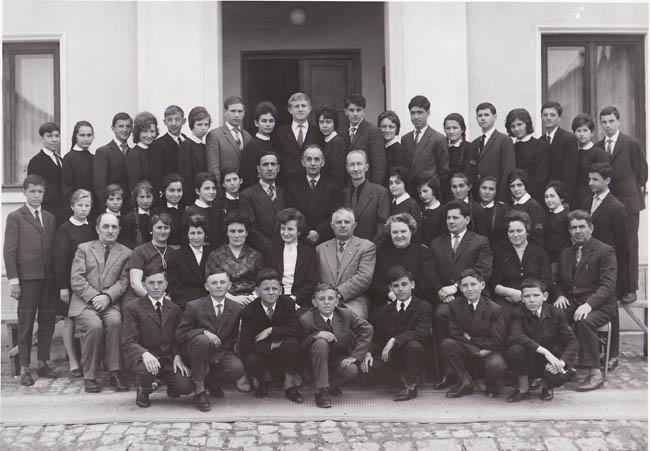 1964-1965 Clasa a VIII-C, diriginte Iuliu Ursu