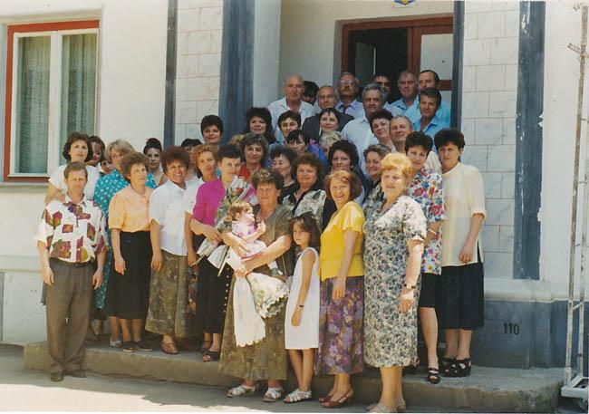 Dascăli români şi maghiari ai anilor '90 - 2000. Reuniunea doamnelor profesoare Szocs Rozalia şi Leopold Klara, iunie 1998